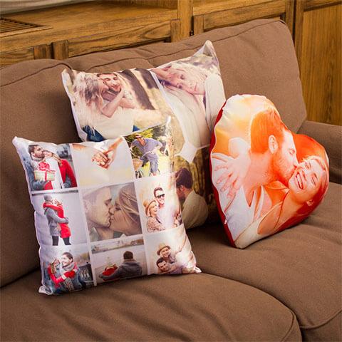 cuscini con foto di varie forme e dimensioni